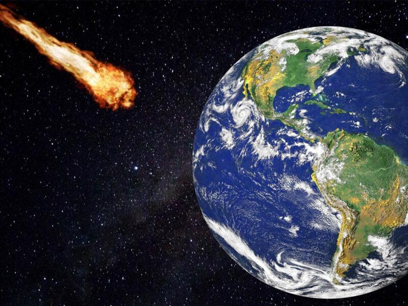 meteoryt uderzający w kulę ziemską